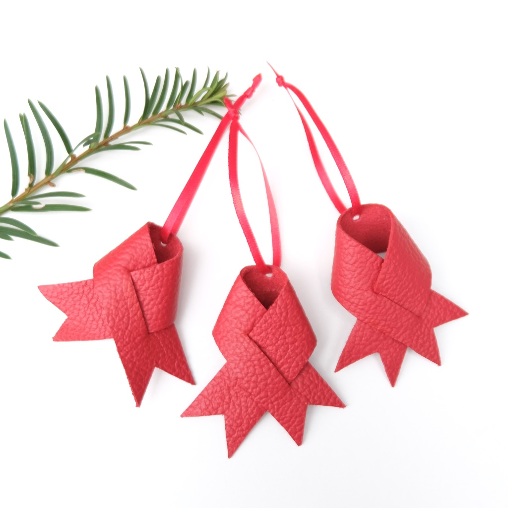 Handmade-leather-ornaments-Christmas-Vank-Design